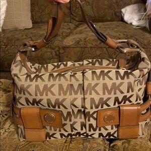 Michael kors signature shoulder bag.